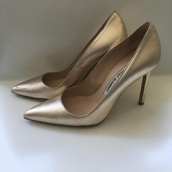 Manolo Blahnik Shoes   Gold Pumps